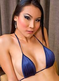 Spicy Asian ladyboy Malisa struggling to shoot off